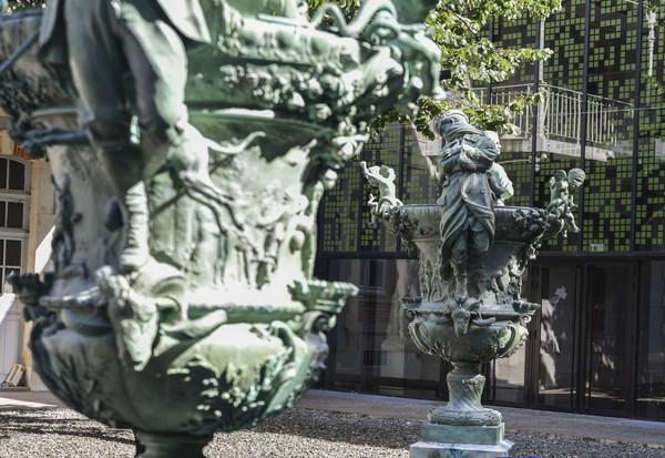 Présentation des vases de réalisés par Louis-Léon Cugnot dit Léon Cugnot restaurés aux mécenes