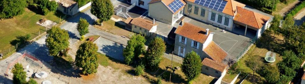 Panneaux photovoltaïques à l'école d'Amuré © JJ Guillet