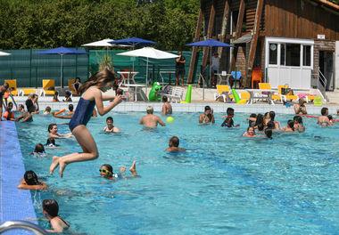 Les utilisateurs de la piscine de la Garette profitent de la piscine pour se baigner et se détendre