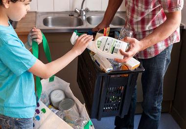 Geste de tri des emballages ménagers © Eco Emballages