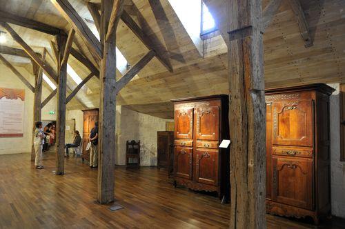 Musée du Donjon, collections ethnographiques, salle sous charpente