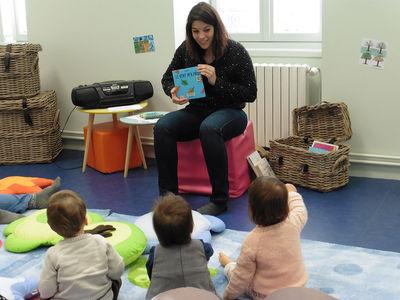 Médiathèque Madeleine Chapsal à Aiffres, bébés lecteurs ©Sylvie Méaille