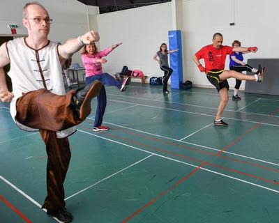 Séance de sport Kung fu avec des niortais à la Salle de sports Pissardant