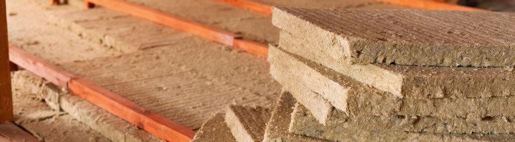 Isolation de combles avec des panneaux de fibre de bois
