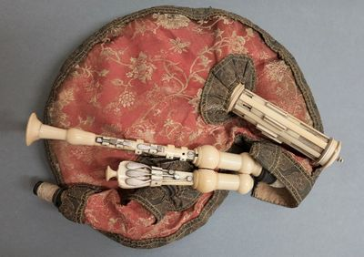 Musette de cour du XVIIIe siècle authentifiée comme ayant appartenu à Auguste Tolbecque
