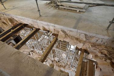 1er étage du conservatoire, vue sur le hall d'accueil, 8 mars 2019 : début des travaux d'ouverture de la voûte ©Bruno Derbord